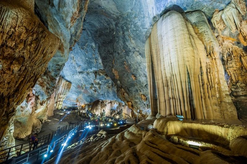 Thi hoa hậu trong hang động gây ảnh hưởng môi trường? - ảnh 1
