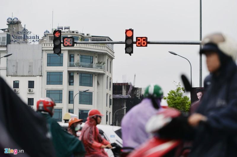 Khách Tây rỉ tai nhau mẹo 'sống sót' khi đi xe máy ở VN - ảnh 9