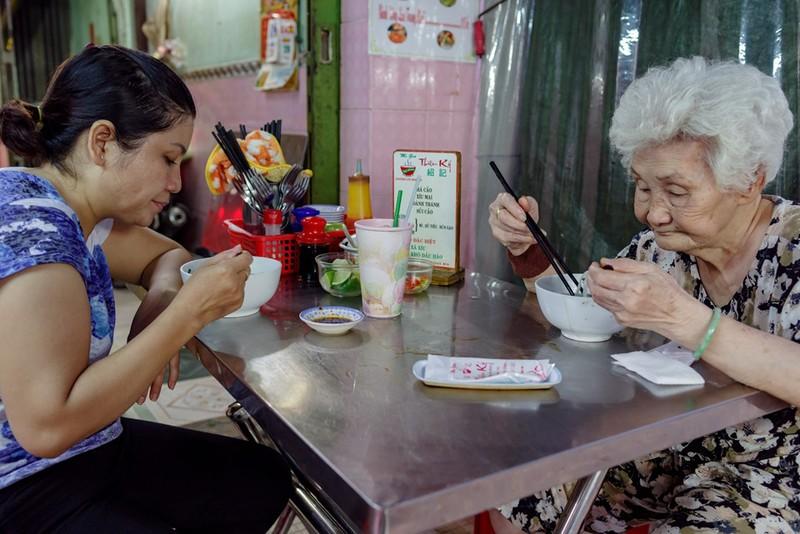 Tiệm mì 70 năm của người Hoa giữa lòng Sài Gòn - ảnh 11