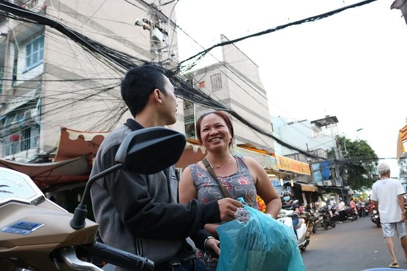 Chợ hoa Hồ Thị Kỷ: Ngôi chợ không ngủ trong lòng phố - ảnh 8