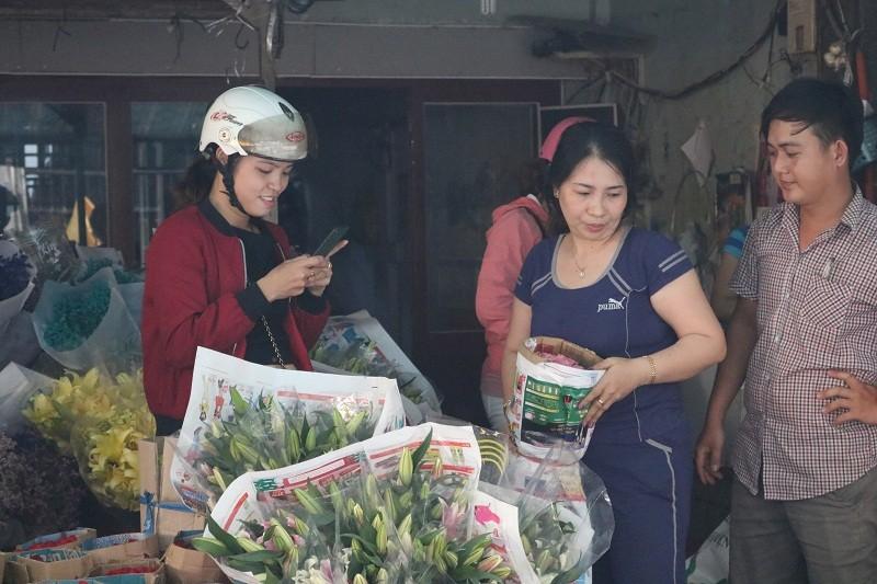 Chợ hoa Hồ Thị Kỷ: Ngôi chợ không ngủ trong lòng phố - ảnh 7