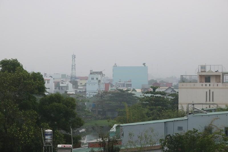 'Mù khô' tiếp tục bủa vây người Sài Gòn ngày cuối tuần - ảnh 2
