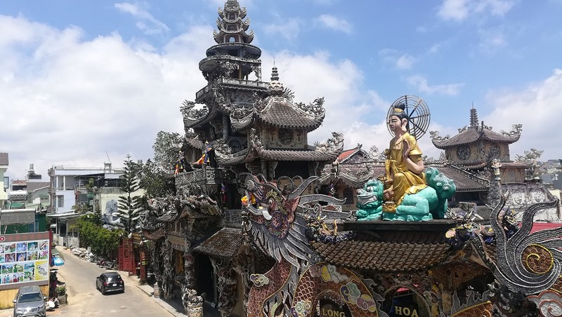 Chuyện về ngôi chùa 've chai' giữ nhiều kỷ lục ở Đà Lạt - ảnh 1