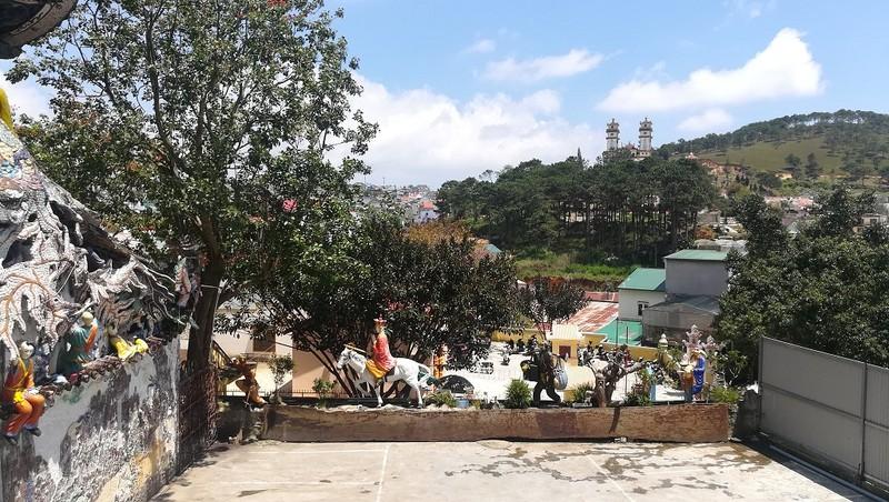 Chuyện về ngôi chùa 've chai' giữ nhiều kỷ lục ở Đà Lạt - ảnh 10