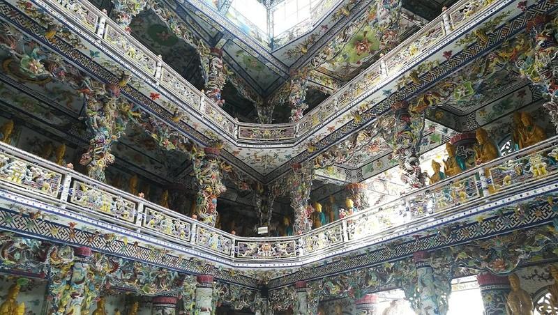 Chuyện về ngôi chùa 've chai' giữ nhiều kỷ lục ở Đà Lạt - ảnh 16