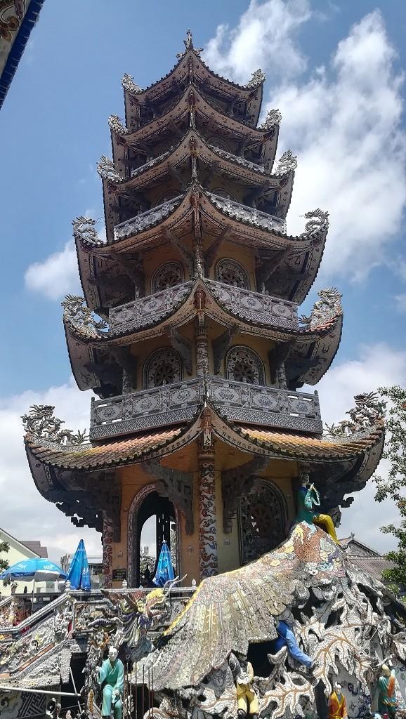 Chuyện về ngôi chùa 've chai' giữ nhiều kỷ lục ở Đà Lạt - ảnh 6