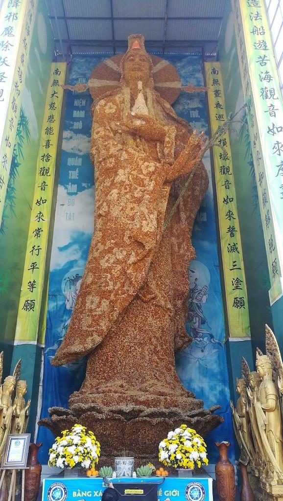 Chuyện về ngôi chùa 've chai' giữ nhiều kỷ lục ở Đà Lạt - ảnh 17