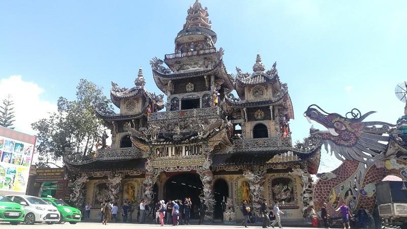 Chuyện về ngôi chùa 've chai' giữ nhiều kỷ lục ở Đà Lạt - ảnh 3