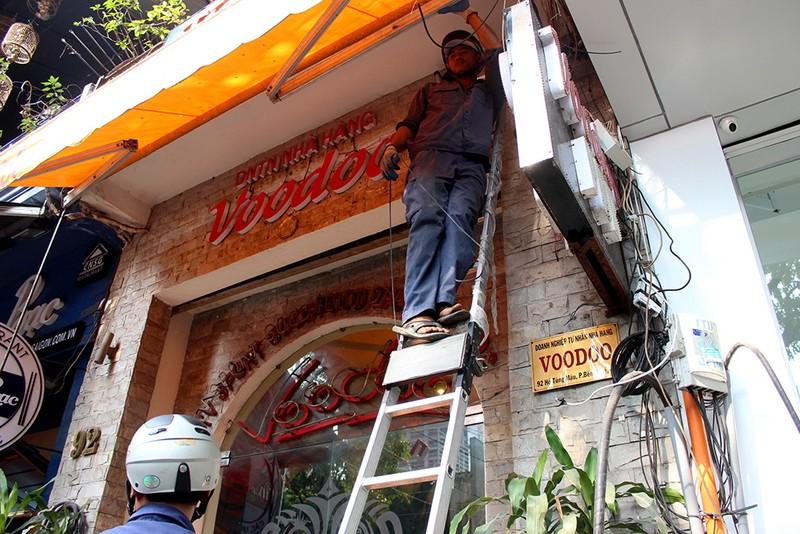 Ông Hải xử lý hàng loạt nhà hàng lấn chiếm vỉa hè - ảnh 8