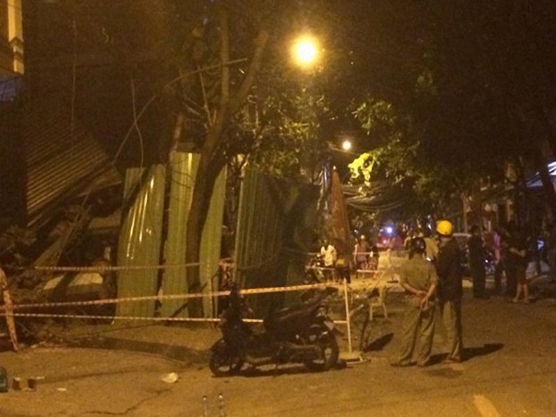 Vụ sập nhà ở quận Tân Bình: Ảnh hưởng dây chuyền - ảnh 1