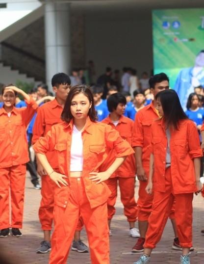 Nữ sinh Đại học Xây dựng làm lu mờ Á hậu Huyền My - ảnh 3