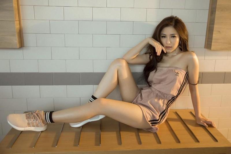 'Em gái mưa' Hương Tràm tung ảnh nóng bỏng tuổi 23 - ảnh 2