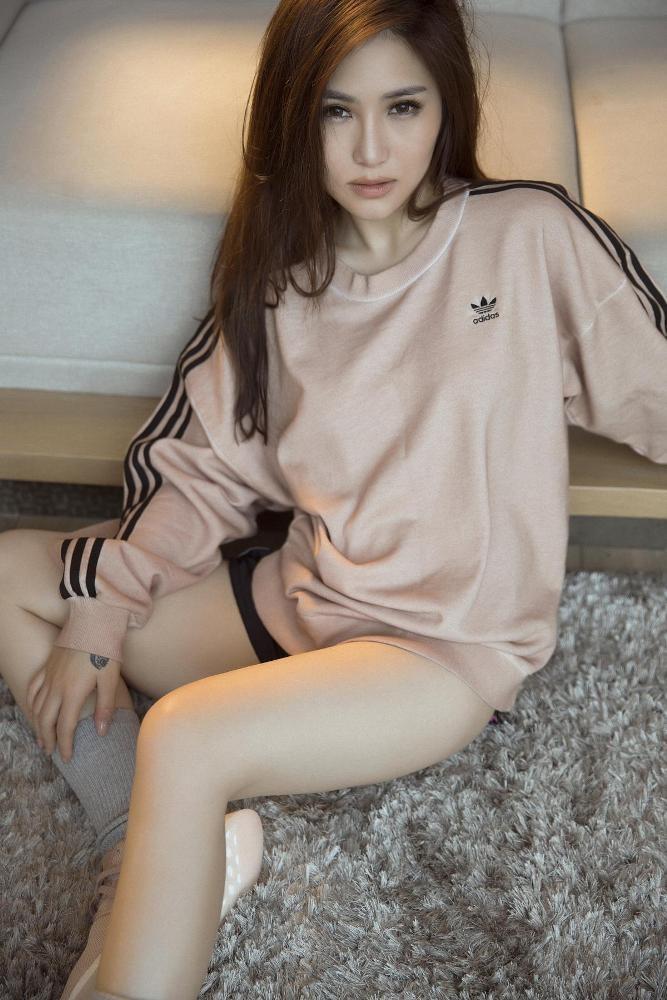 'Em gái mưa' Hương Tràm tung ảnh nóng bỏng tuổi 23 - ảnh 5