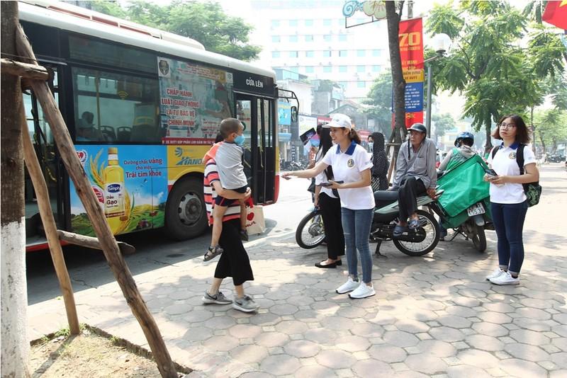 Tuyên truyền chống quấy rối tình dục trên xe buýt - ảnh 1