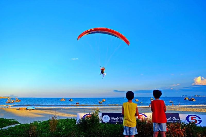 Bay dù lượn ngắm Đà Nẵng trên cao  - ảnh 1