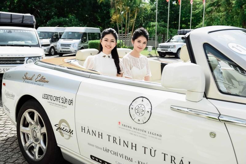 Ngẩn ngơ ngắm 'nàng thơ xứ Huế' trên siêu xe mui trần  - ảnh 1