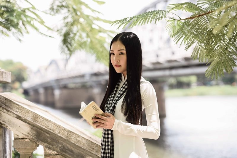 Ngẩn ngơ ngắm 'nàng thơ xứ Huế' trên siêu xe mui trần  - ảnh 3