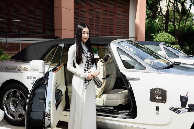 Ngẩn ngơ ngắm 'nàng thơ xứ Huế' trên siêu xe mui trần  - ảnh 2