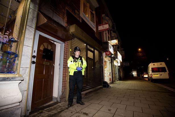 Cảnh sát đột kích nơi ở nghi phạm khủng bố London - ảnh 1
