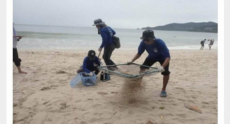 Hút thuốc ở bãi biển Thái Lan, phạt 70 triệu đồng - ảnh 1