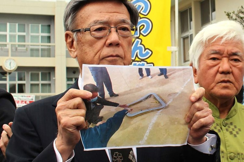 Cửa trực thăng Mỹ rơi, học sinh tiểu học Nhật bị thương - ảnh 1