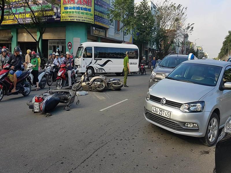 Xe Lexus tông ô tô gây tai nạn liên hoàn ở Đà Nẵng - ảnh 1