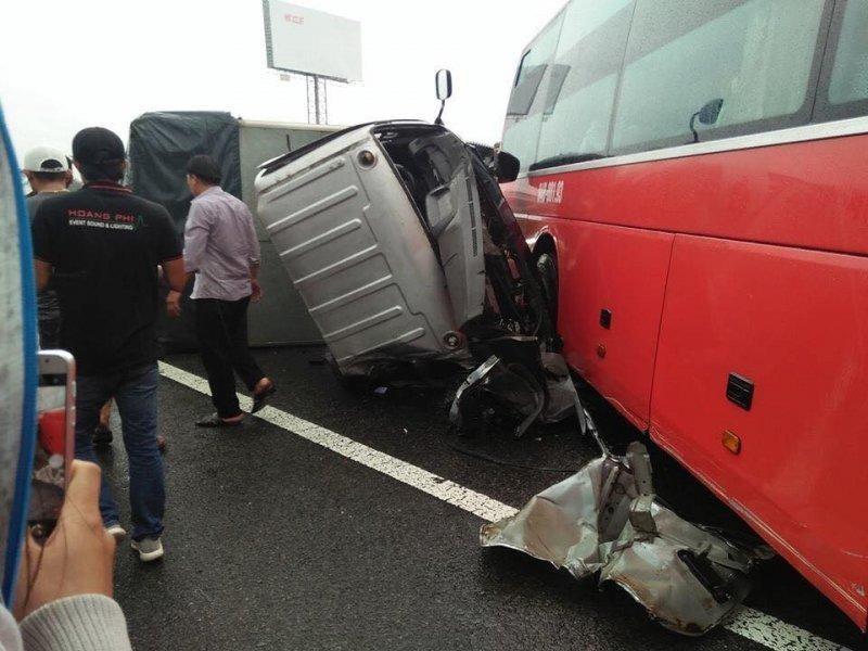 Ô tô tông liên hoàn trên cao tốc Trung Lương, 1 người chết - ảnh 1