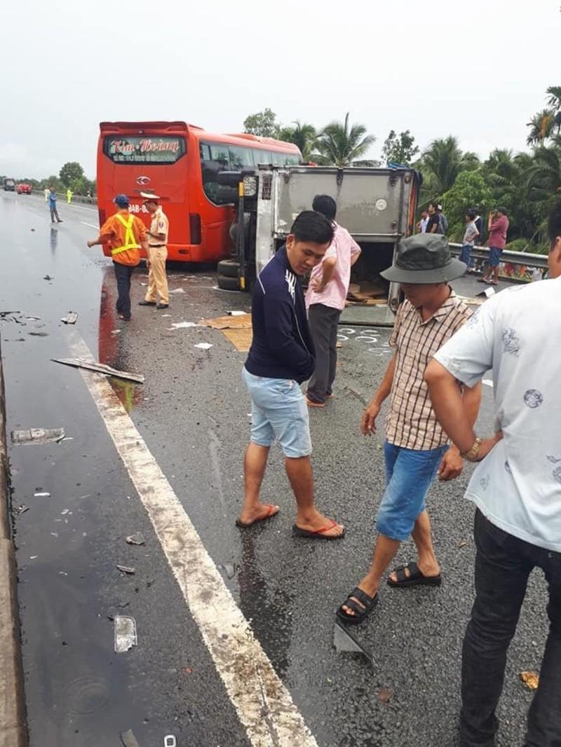 Ô tô tông liên hoàn trên cao tốc Trung Lương, 1 người chết - ảnh 2