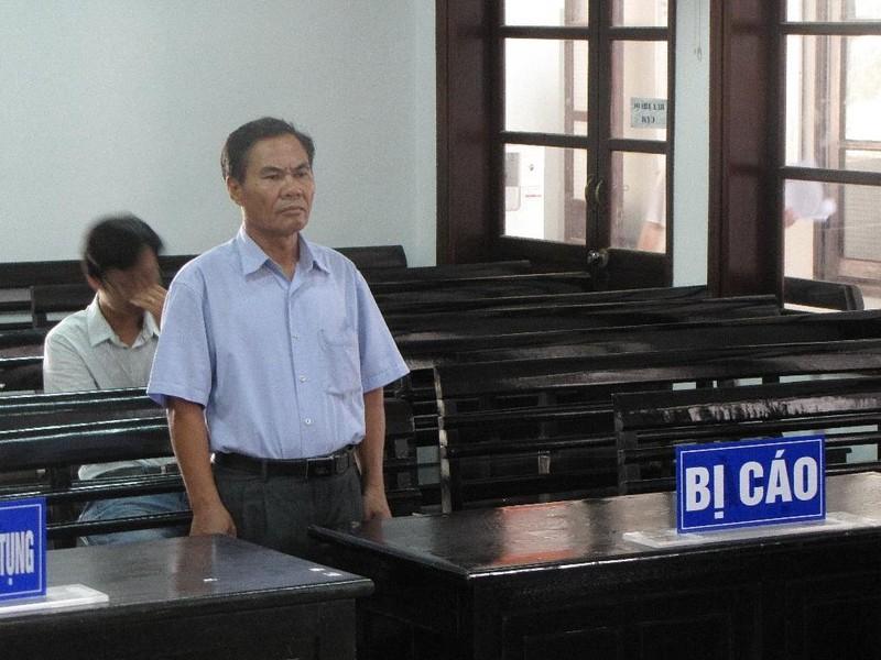 Lão nông 60 tuổi hầu tòa vì vật ngã 2 công an xã - ảnh 1