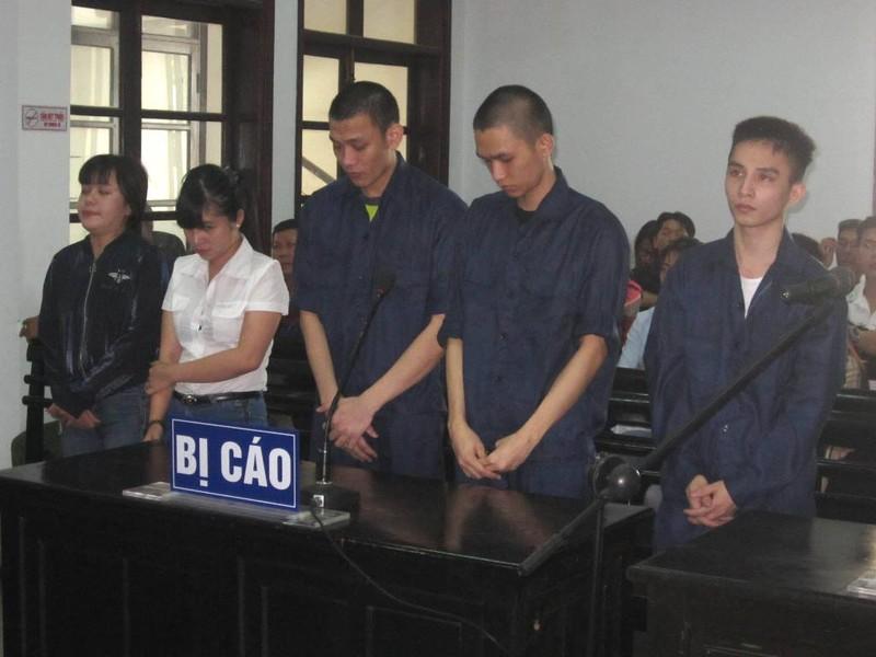 2 chị em hầu tòa vì chơi ma túy - ảnh 1