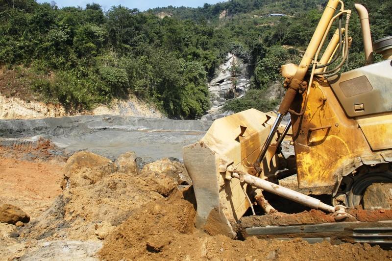 Yêu cầu điều tra toàn diện vụ vỡ đập chứa thải quặng - ảnh 1