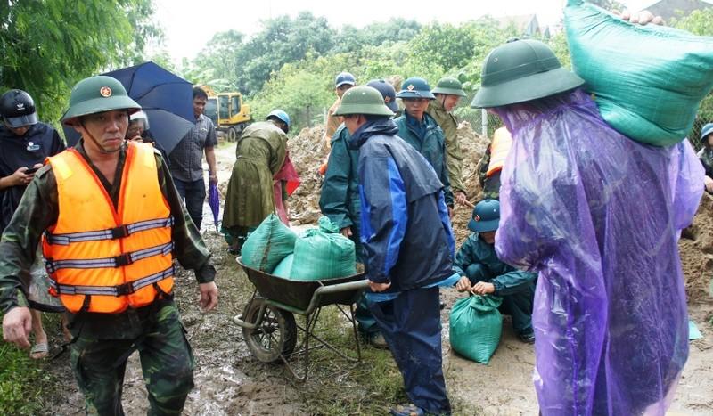 Nguy cơ vỡ đê ở TP Vinh, người dân nơm nớp lo sợ - ảnh 3