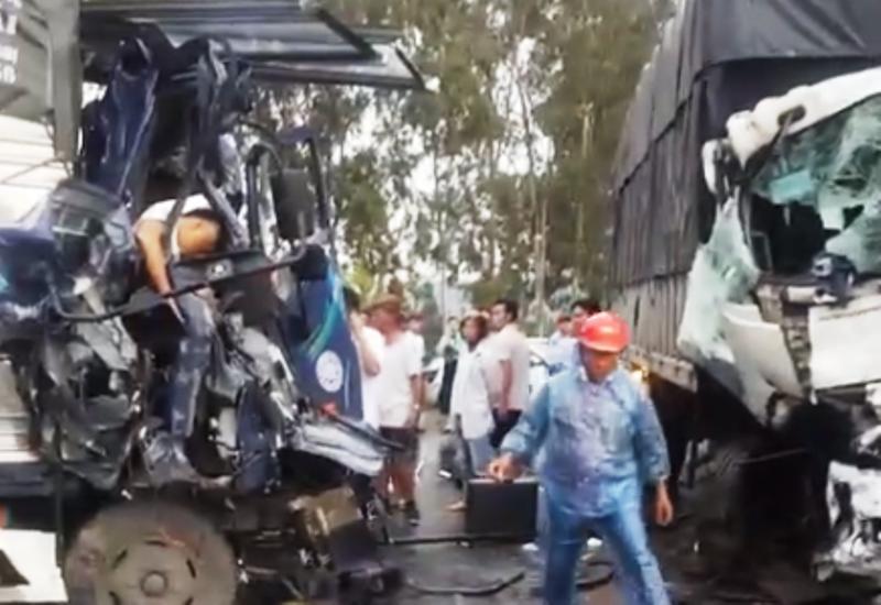 3 ô tô đâm nhau kinh hoàng, tài xế chết trong cabin  - ảnh 1