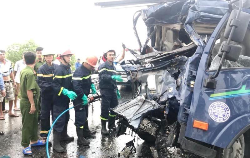 3 ô tô đâm nhau kinh hoàng, tài xế chết trong cabin  - ảnh 2