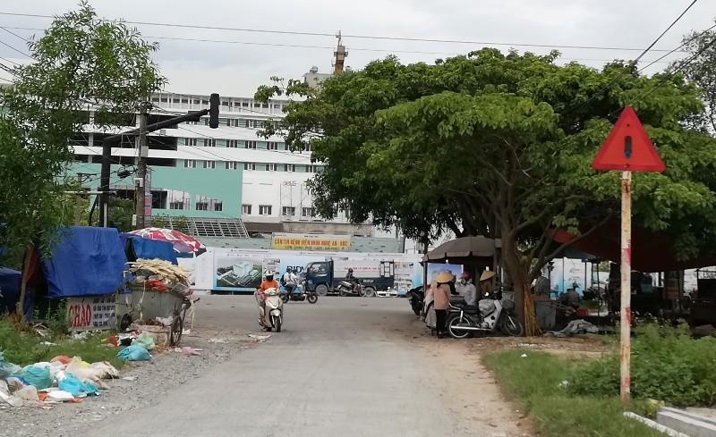 Bịt đường giao thông để xây bệnh viện cổ phần - ảnh 1