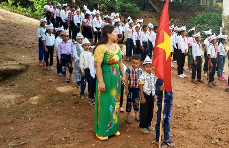 Xót lòng lễ khai giảng ở ngôi trường vùng biên bị lũ cô lập - ảnh 6