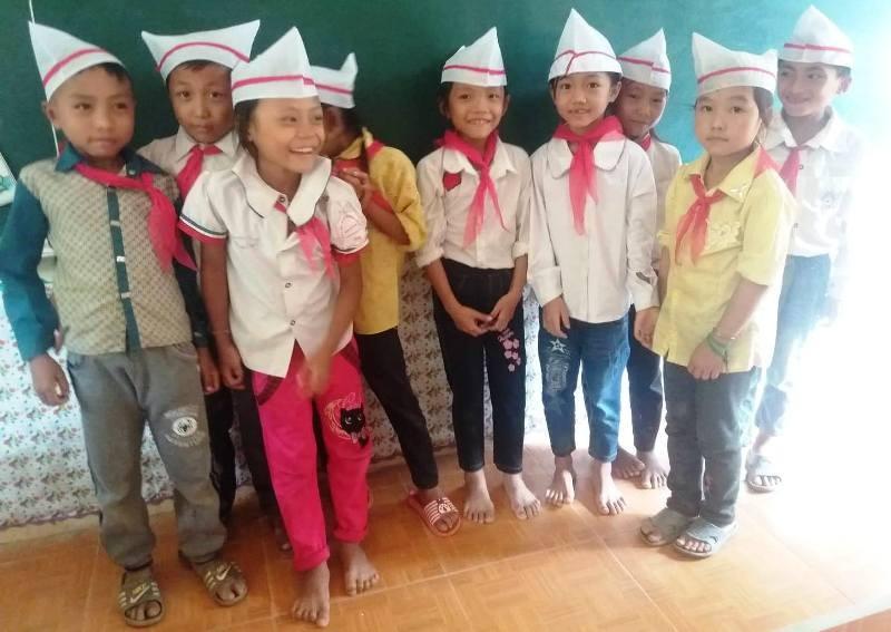 Xót lòng lễ khai giảng ở ngôi trường vùng biên bị lũ cô lập - ảnh 9
