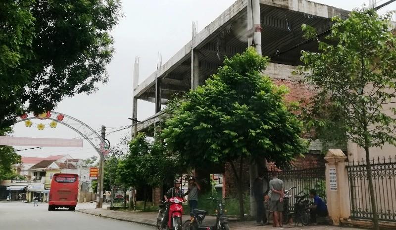 Ngân hàng xây 'lụi' 3 tầng nhà rồi bỏ hoang - ảnh 2