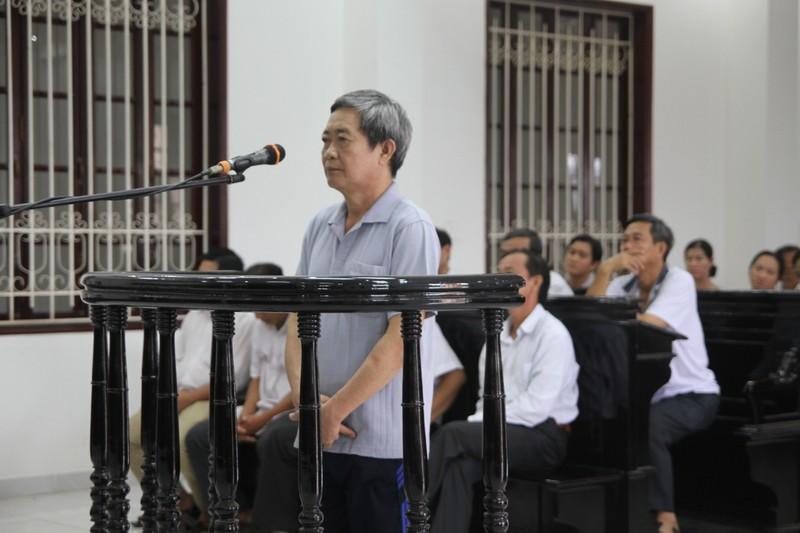 Trưởng phòng Công thương tham ô bị đề nghị 10-12 năm tù - ảnh 1