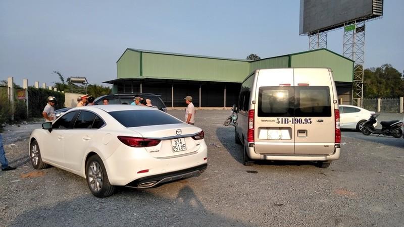 Nữ tài xế nước ngoài gặp tai nạn, đường dẫn cao tốc ùn ứ - ảnh 1