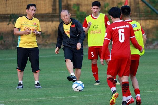 Ông Park thiết quân luật, Trọng Hoàng tạm chia tay đội tuyển  - ảnh 1