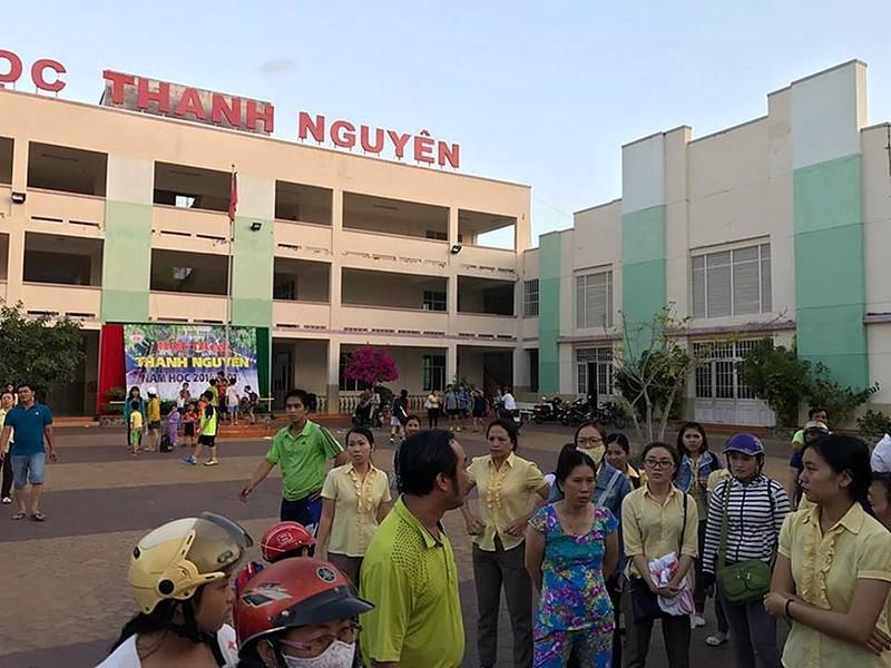 Công an Bình Thuận nói về vụ dùng súng và còng tay - ảnh 1