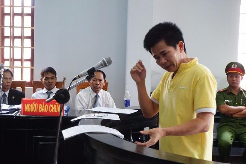 bị cáo Lợi đề nghị mở các file ghi âm, đối chất với đại diện viện kiểm sát tại tòa