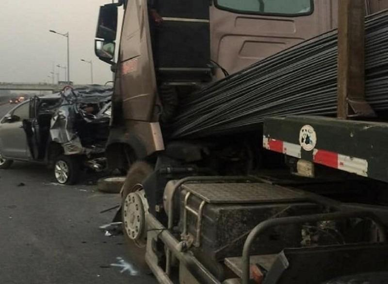 Vụ lùi xe trên cao tốc: Nhiều bạn đọc bênh tài xế container - ảnh 1