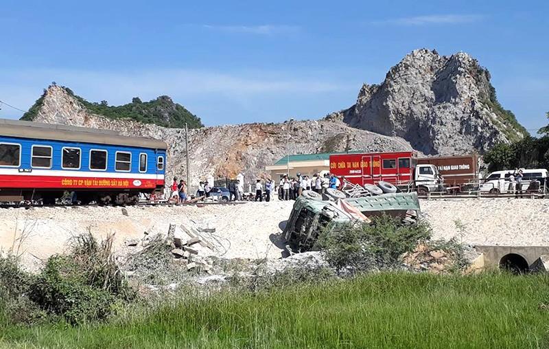 Hiện trường vụ tai nạn tàu lửa kinh hoàng ở Thanh Hóa - ảnh 5