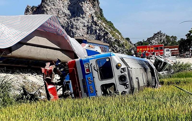 Hiện trường vụ tai nạn tàu lửa kinh hoàng ở Thanh Hóa - ảnh 3