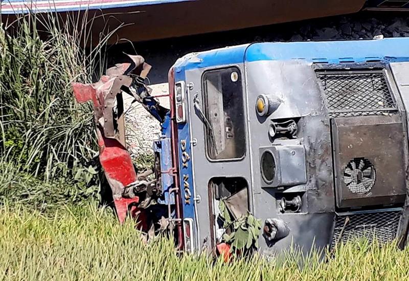 Hiện trường vụ tai nạn tàu lửa kinh hoàng ở Thanh Hóa - ảnh 7
