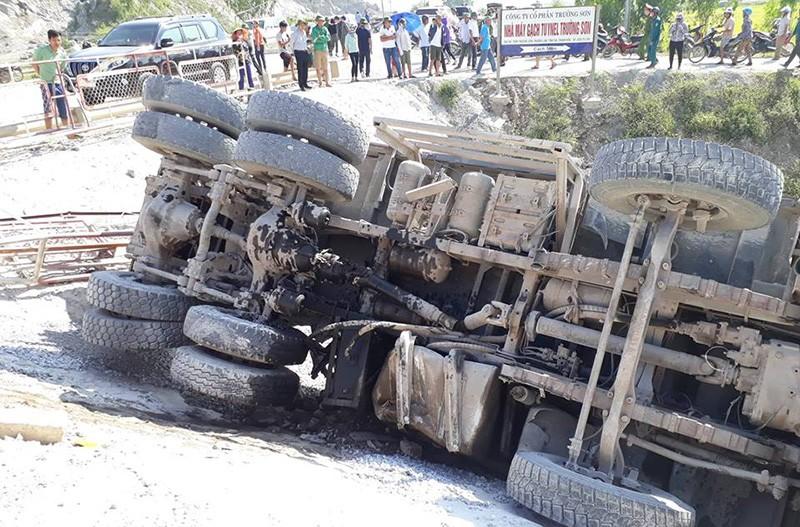 Hiện trường vụ tai nạn tàu lửa kinh hoàng ở Thanh Hóa - ảnh 10