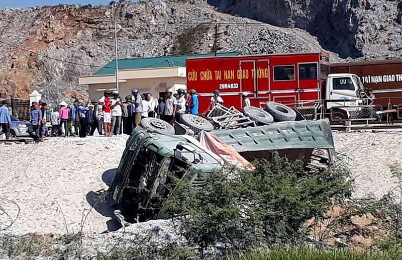 Hiện trường vụ tai nạn tàu lửa kinh hoàng ở Thanh Hóa - ảnh 6