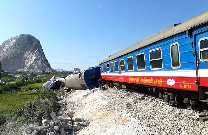 Hiện trường vụ tai nạn tàu lửa kinh hoàng ở Thanh Hóa - ảnh 4